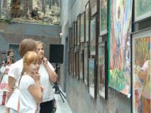 """В музее истории Великой Отечественной войны открылась выставка детских рисунков """"Наследники Великой Победы"""""""