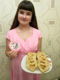 Аня Зубрицкая выпекает хрустящее печенье в виде сердечек