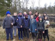 Волонтёры Красноборского детского сада–средней школы сажают саженцы берёзок