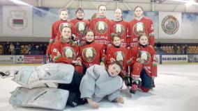 Девчонки играют в хоккей!