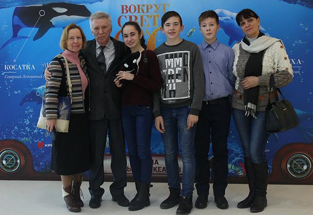 Юнкоры Зорьки вместе с В.В. Носовым, И.А. Белозоровой и Л.Н. Грамович