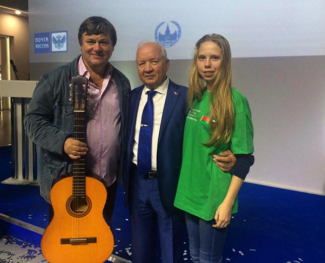 юнкор Зорьки Юля Бурнейко с почетными гостями