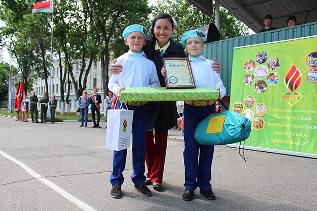 Победители вместе с Викторией Меннановой