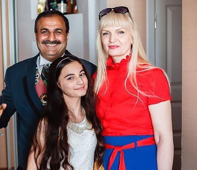 Хелена с родителями