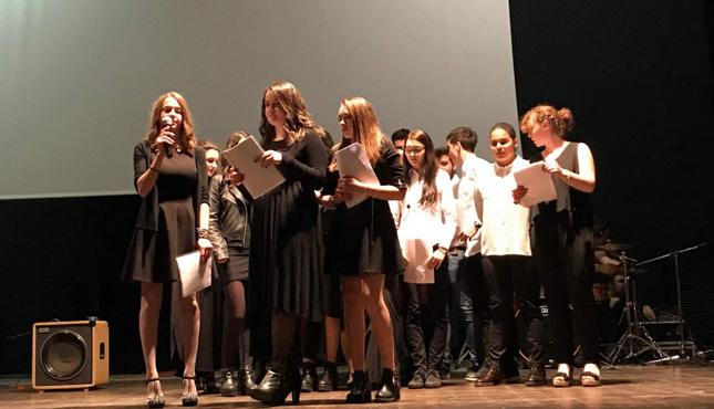 Итальянские ребята исполняют песню на русском языке