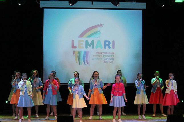 На сцене Лемари