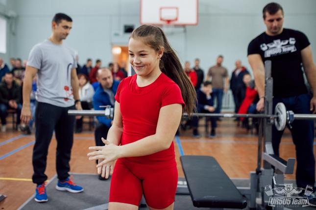 Богатырь по имени Карина: 10-летняя брестчанка занимается пауэрлифтингом