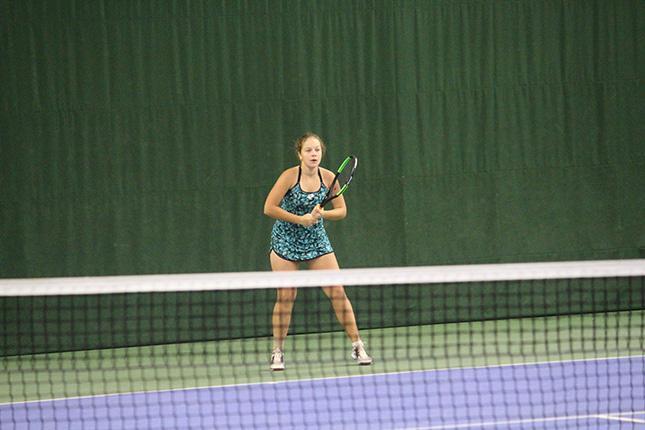 Юная теннисистка